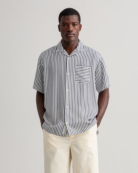 Camisa às riscas relaxed fit